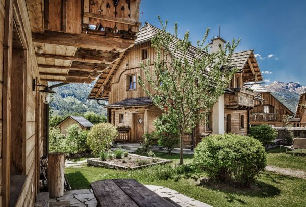 Summer vacation in self-catered luxury chalets in St. Martin in Lungau with fresh-water pond, sauna and fitness area – st martin chalets