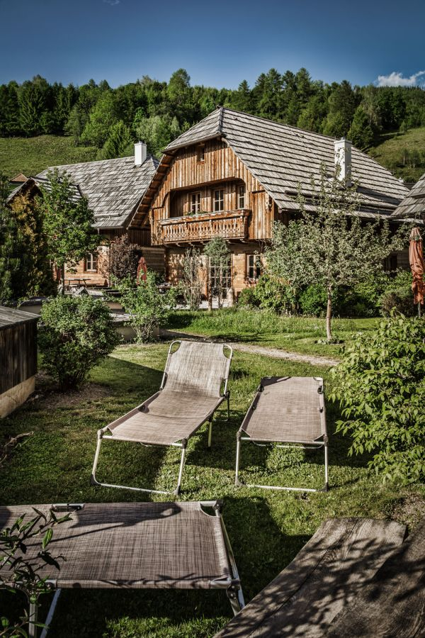 Family vacation in self-catered luxury chalets in St. Martin in Lungau with fresh-water pond, sauna and fitness area – st martin chalets
