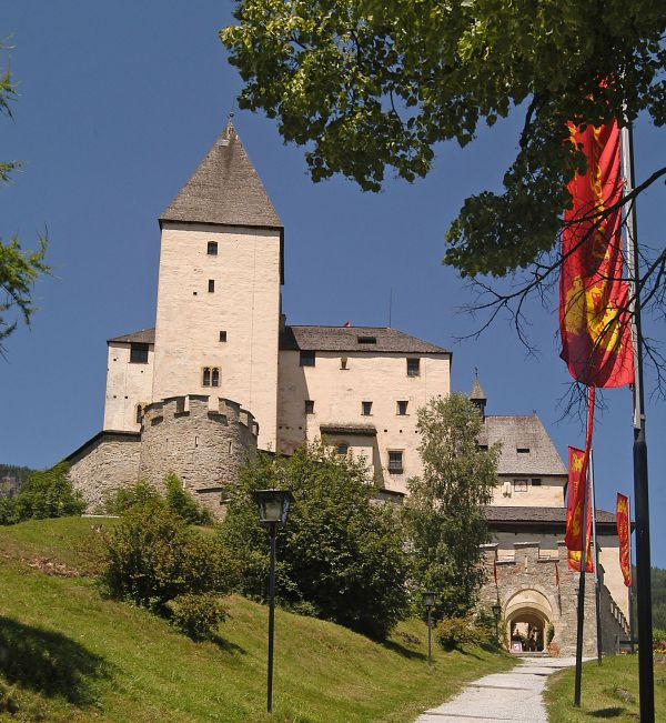 Mauterndorf Castle – Excursion from st martin chalets